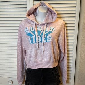 """Freeze """"NO BAD VIBES"""" Cropped Hoodie"""
